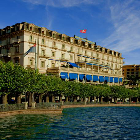فندق سبلانديد روايال لوقانو