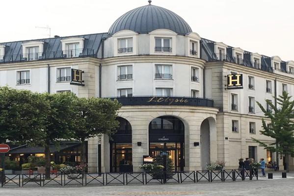 فندق ليليزيه فال دوروب في ديزني لاند