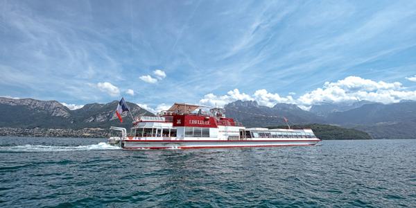 رحلة السفينة في بحيرة انسي الفرنسية