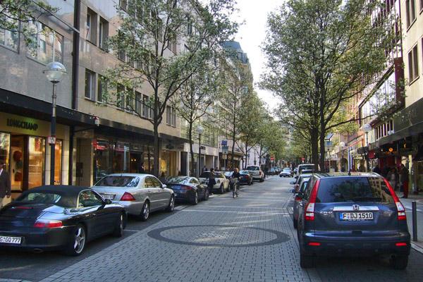 شارع التسوق والمشاة في فرانكفورت المانيا