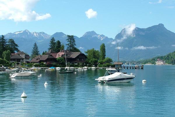 بحيرة انسي في فرنسا
